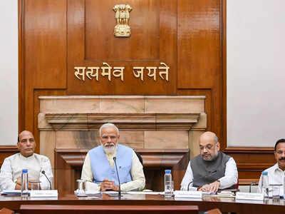 कैबिनेट की मीटिंग में प्रधानमंत्री के साथ अन्य