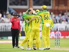 australia beat england by 64 runs and qualify for semi finals in icc cricket world cup 2019