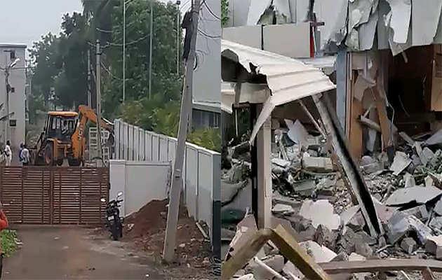अमरावती में चंद्रबाबू नायडू की प्रजा वेदिका को तोड़ा गया