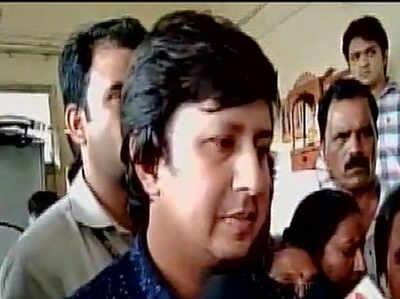 इंदौर: नगर निगम अधिकारी पर बैट से हमला करने वाले बीजेपी विधायक आकाश विजयवर्गीय गिरफ्तार