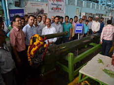 dhanush howitzer made in kanpur ordnance factory given to army