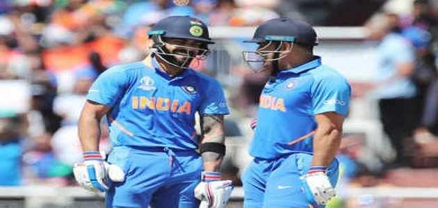 कोहली ने की धोनी की तारीफ, बोले- क्रिकेट के लीजेंड