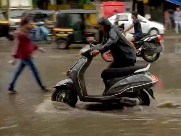 भारी बारिश से कई जगह जलभराव