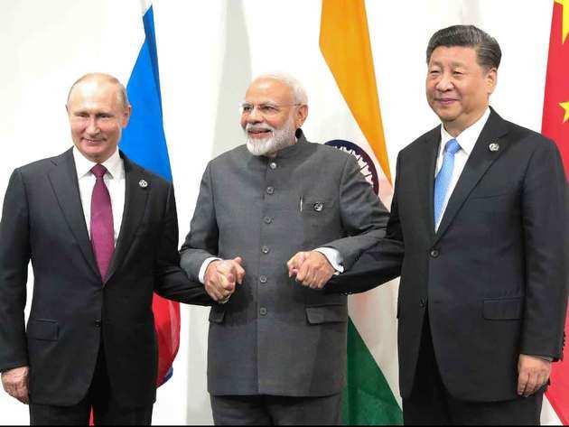 रूसी राष्ट्रपति व्लादिमीर पुतिन, पीएम नरेंद्र मोदी और शी चिनफिंग (बाएं से दाएं)
