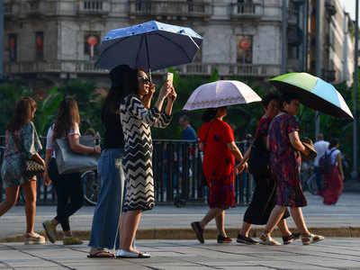 गर्मी के कारण पर्यटक भी काफी परेशान