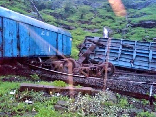 pune-train-derail