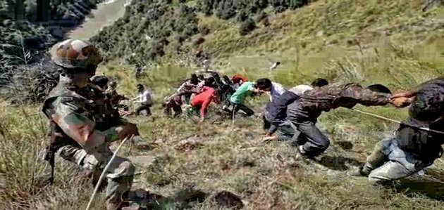 जम्मू-कश्मीर के किश्तवाड़ में बस हादसा, 24 लोगों की मौत