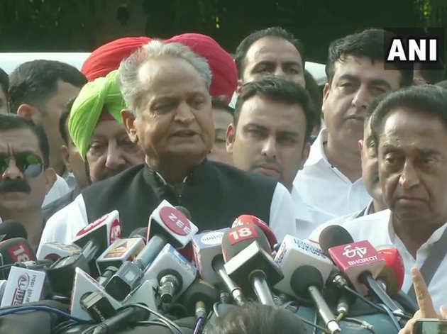 कांग्रेस अध्यक्ष के साथ बैठक के बाद बोलते अशोक गहलोत।