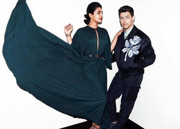 हवा में लहराई प्रियंका चोपड़ा की ड्रेस