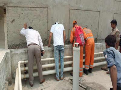 नोएडा: सेक्टर-76 में सोसायटी के दो टावरों के गैप में फंसा मिला महिला का शव