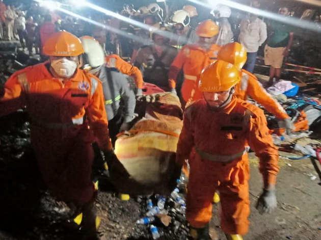 कई टीमों को बचाव व राहत कार्य में लगाया गया है।