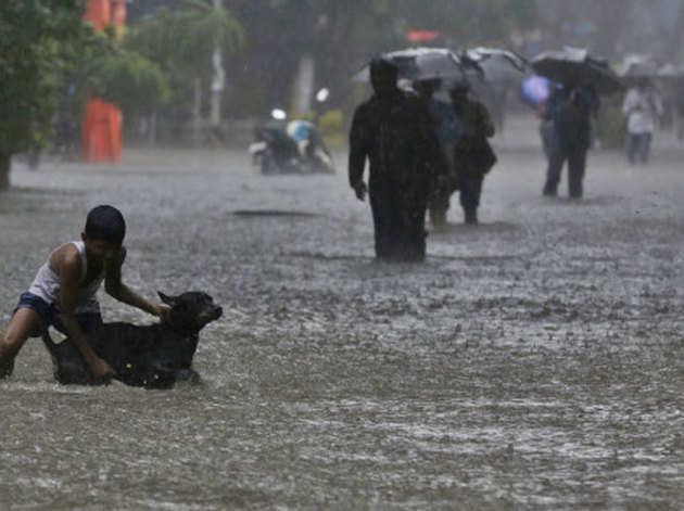 मुंबई में भारी बारिश