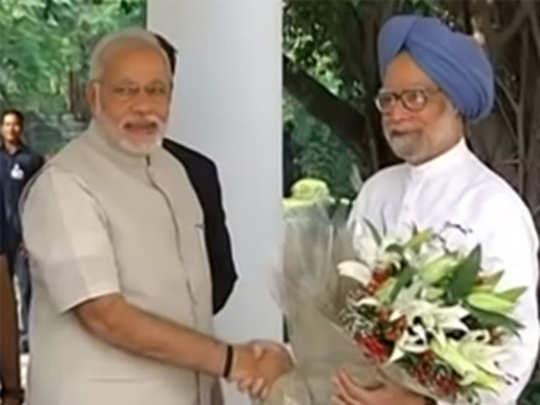 फॅक्ट चेक: पंतप्रधान नरेंद्र मोदींनी मनमोहन सिंग यांची भेट घेतली का?