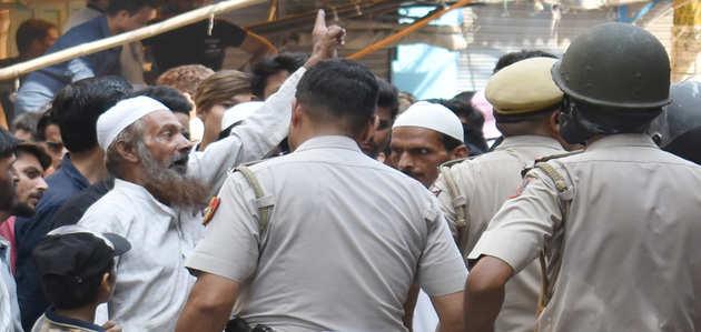 मंदिर में तोड़फोड़ मामले में गृह मंत्री अमित शाह ने किया दिल्ली पुलिस कमिश्नर को तलब