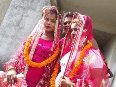 बहनों ने आपस में रचाई शादी