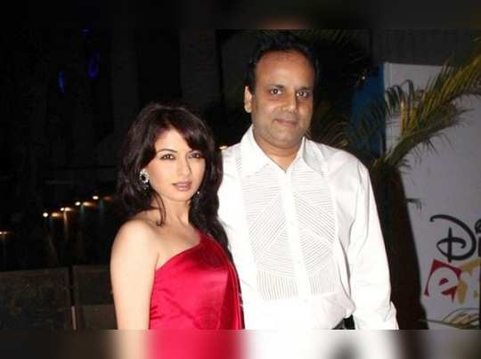 bhagyashree-s-husband-himalaya-dasani-arrested-for-alleged-involvement-in-gambling-racket-gets-out-on-bail_2019-7-3-12-52-24_thumbnail