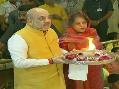 पत्नी सोनल शाह भी गृहमंत्री के साथ मंगला आरती में शामिल हुईं।