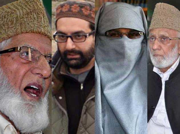 बाएं से, सैयद अली शाह गिलानी, मीरवाइज उमर फारूक, आसिया अंद्राबी और अशरफ सेहराई