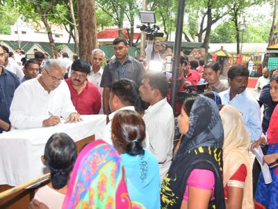 जन चौपाल में लोगों के साथ सीएम भूपेश बघेल