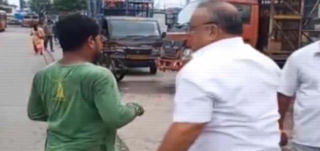 माहिम: शिवसेना पार्षद ने चिकन व्यापारियों के साथ की मारपीट, विडियो वायरल