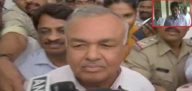 कर्नाटक: कुमारस्वामी सरकार संकट में, कांग्रेस-JDS के 11 MLA विधानसभा अध्यक्ष के पास इस्तीफा देने पहुंचे