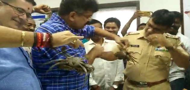 महाराष्ट्र जल संरक्षण मंत्री का दावा, केकड़ों की वजह से टूटा रत्नागिरी में तिवरे बांध