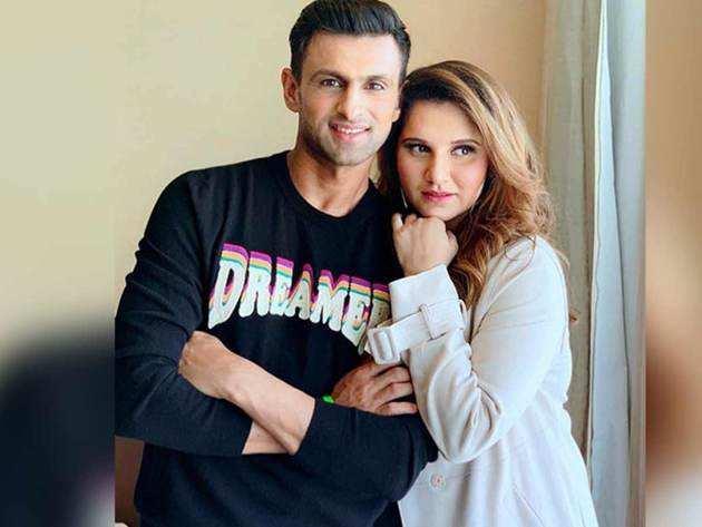 पति शोएब के साथ सानिया मिर्जा।