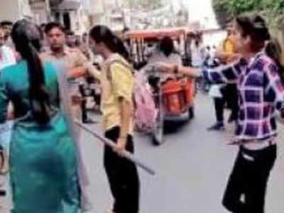 छात्राओं ने स्टिक लेकर दौड़ाया