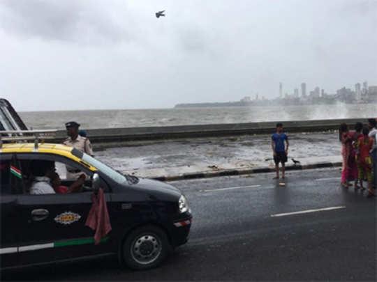 mumbai-marine-lines-sea
