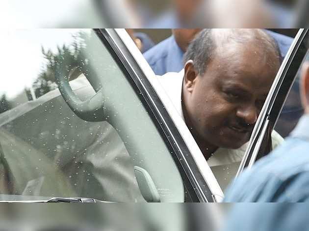 कर्नाटक में गहराया संकट, एक और निर्दलीय विधायक का इस्तीफा