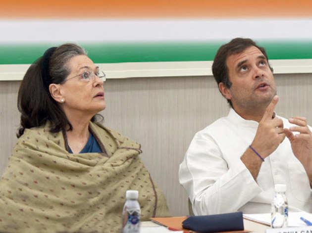 फाइल फोटो: राहुल के साथ सोनिया गांधी