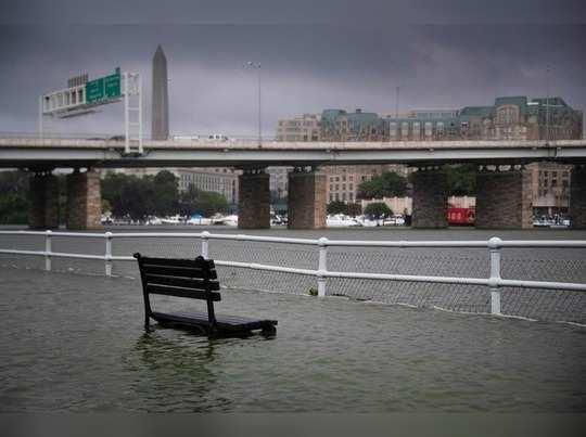 वॉशिंग्टनला पावसाने झोडपले