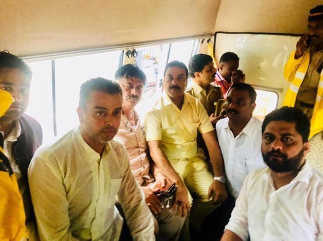 हिरासत में लिए गए डीके शिवकुमार और अन्य कांग्रेसी नेता