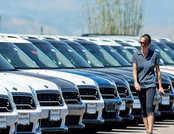 जून में यात्री वाहन बिक्री में 18% की गिरावट, 25% कम बिकीं कारें