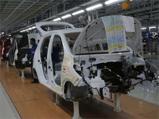 वाहन उद्योगात मंदी; कारविक्रीत जूनमध्ये २५% घसरण
