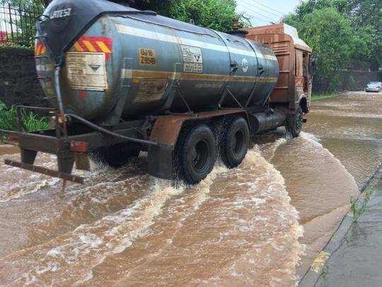 भिवंडी-वाडा रस्त्यावर साचले पाणी
