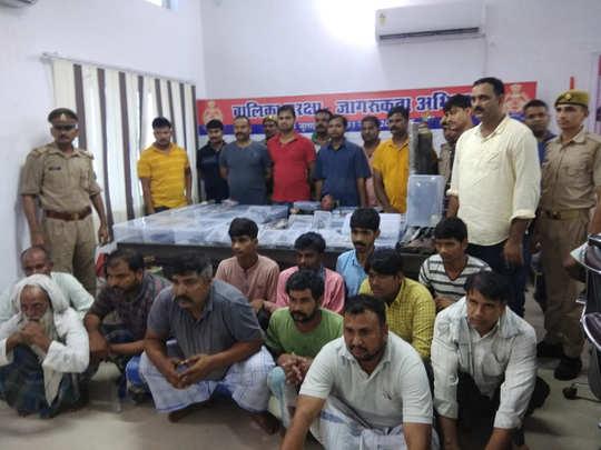 पुलिस ने 12 लोगों को किया गिरफ्तार