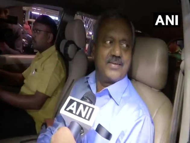 बेंगलुरु पहुंचे कांग्रेस विधायक एसटी सोमशेखर