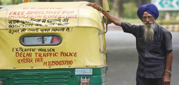 76 वर्षीय हरजिंदर सिंह चलाते हैं दिल्ली का एकलौता 'ऑटो-एम्बुलेंस'