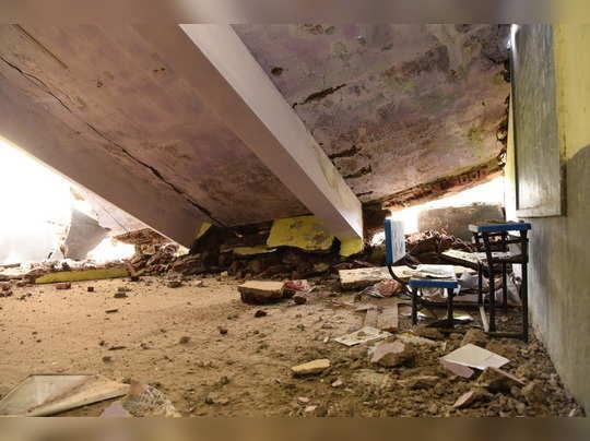 महापालिकेची शाळा कोसळली