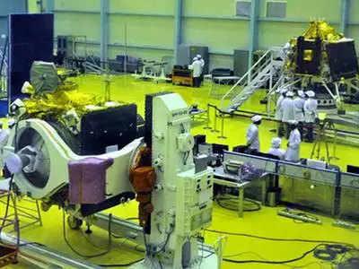 इसरो में चंद्रयान-2 लॉन्चिंग की तैयारी