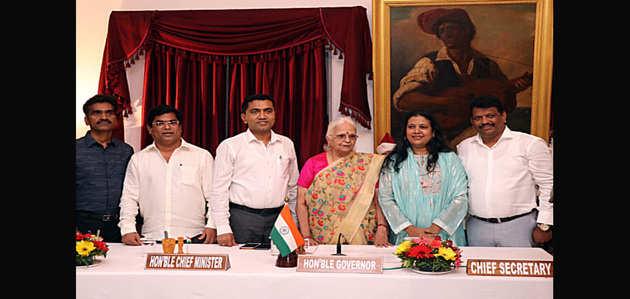 गोवा: 3 कांग्रेस के बागी विधायकों को मंत्रिमंडल में शामिल किया गया