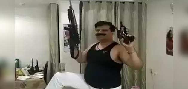 बीजेपी विधायक प्रणव सिंह चैंपियन के 3 हथियारों के लाइसेंस रद्द