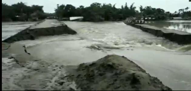 देखें, असम में खतरनाक हुआ बाढ़ का पानी, सड़क को ही बहा ले गया