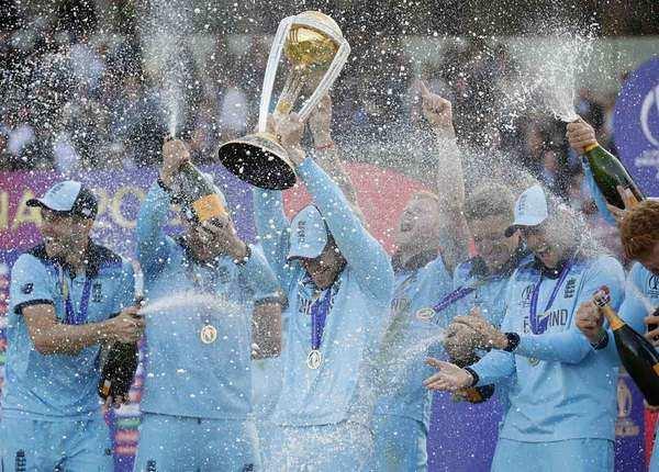 ICC World Cup 2019: इंग्लैंड ने यूं मनाया जीत का जश्न