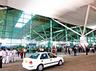 canadian pilot looted at igi airport in delhi