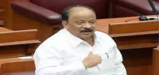 बेंगलुरु: कांग्रेस के बागी नेता रोशन बेग एयरपोर्ट पर लिए गए हिरासत में