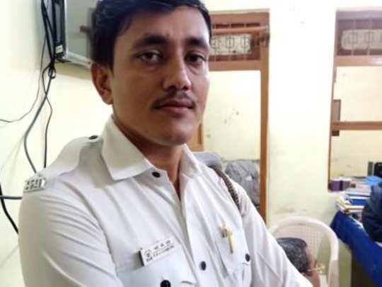 मुंबईत भररस्त्यातून वाहतूक पोलिसाचे फिल्मी स्टाइल अपहरण