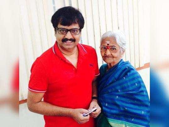 vivek mother death: காமெடி நடிகர் விவேக்கின் அம்மா மரணம்: அதிர்ச்சியில் திரையுலகம்! - tamil comedy actor vivek mother passed away in chennai | Samayam Tamil