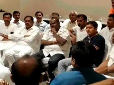 कर्नाटक संकट: फ्लोर टेस्ट से पहले जेडीएस ने दल-बदल विरोधी कानून का आह्वान किया